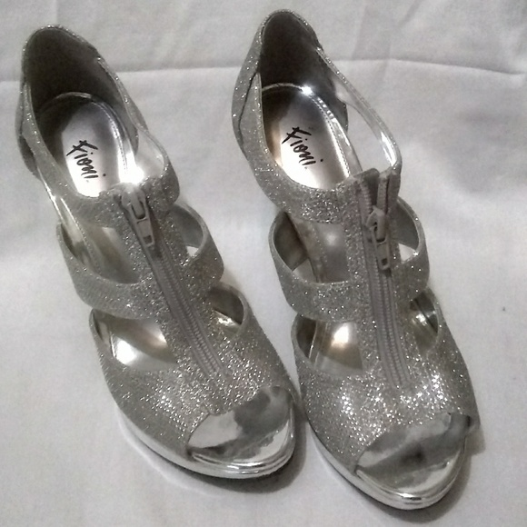 Fioni Shoes - Fioni size 7 silver high heels